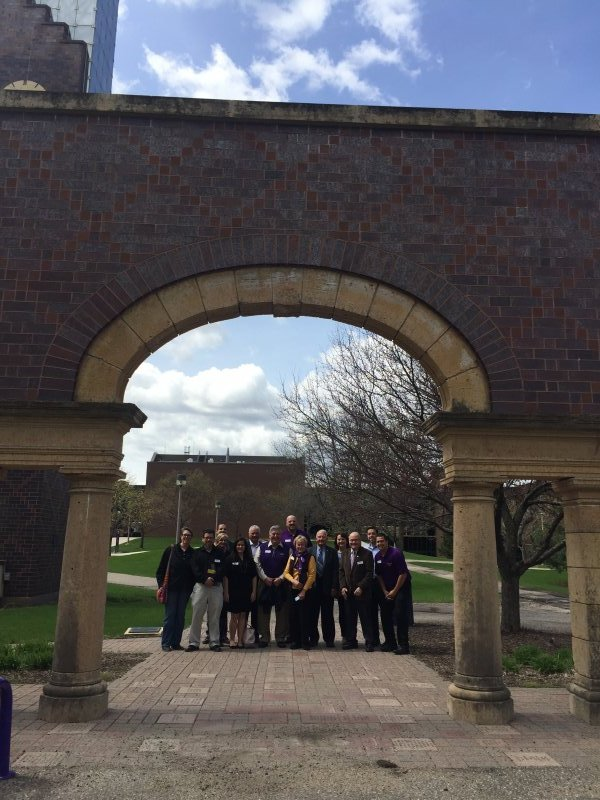 Group photo under the Alumni Arch