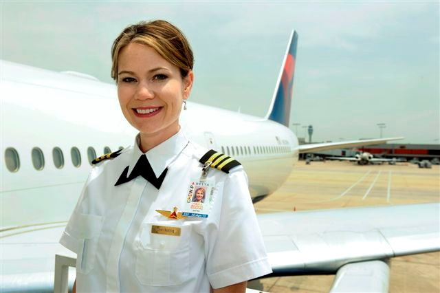 Cheri Rohlfing next to a Delta Airlines Airplaine